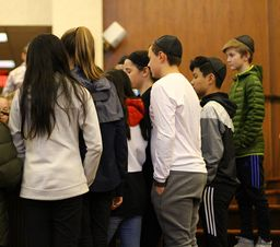 Photos of the Week: Sixth Graders Seek Out Neveh Shalom